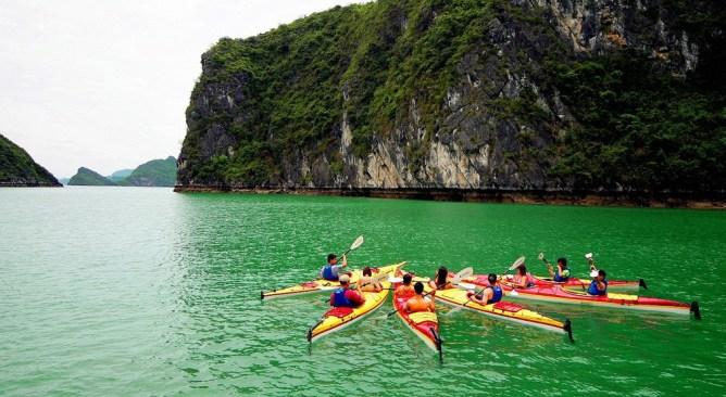 du lịch Hạ Long 1 ngày chèo kayak