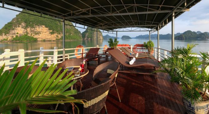 Golden-Bay-Party-Cruise- Sundeck