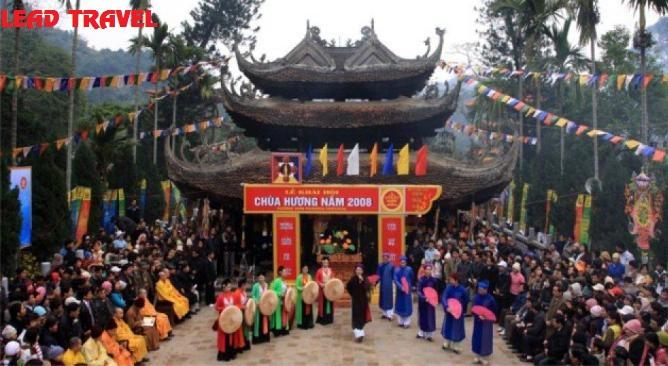 Du-lich-Chua-Huong