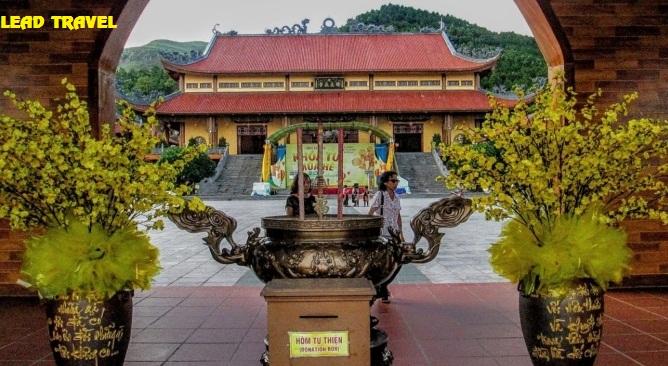 Tour chùa Ba Vàng
