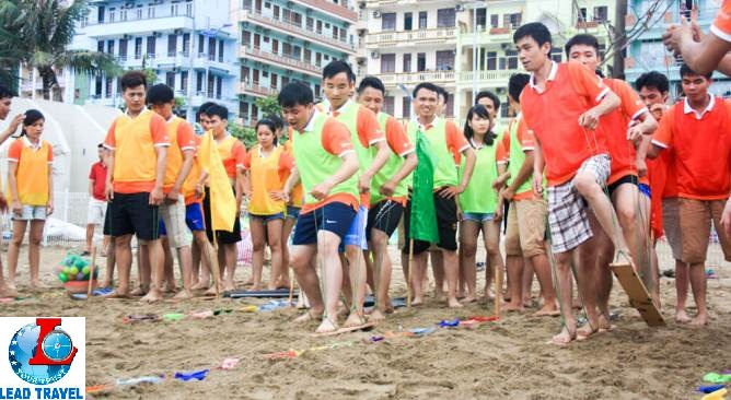 team building bãi biển Lead Travel