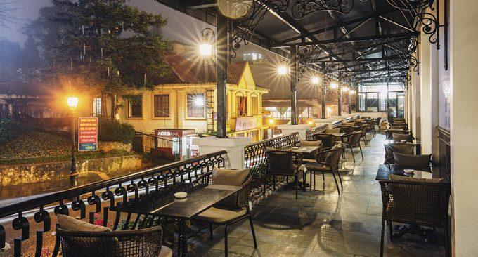 bar khách sạn BB có tầm nhìn đẹp ra Quảng Trường
