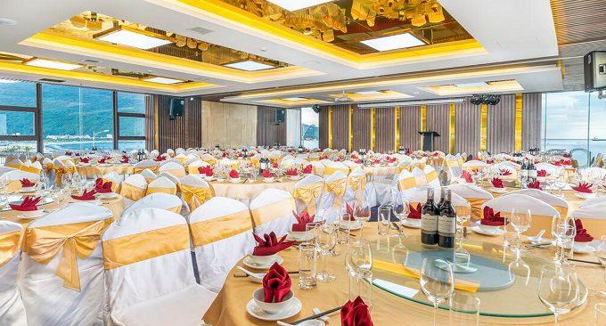 hội trường rộng rãi tại Gold Hotel