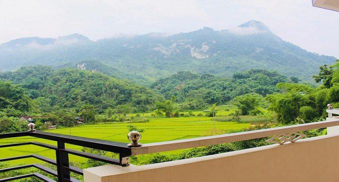 view từ khách sạn hướng quang cảnh đồi núi