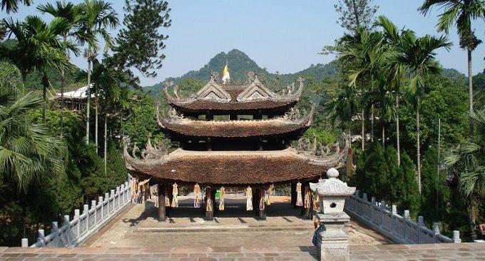 tháp chuông chùa Hương