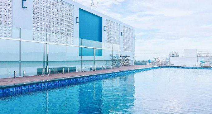 bể bơi vô cực trên tầng thượng khách sạn