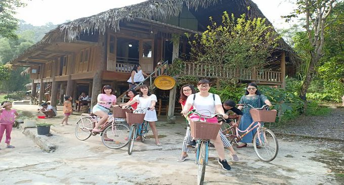 đạp xe quanh bản làng