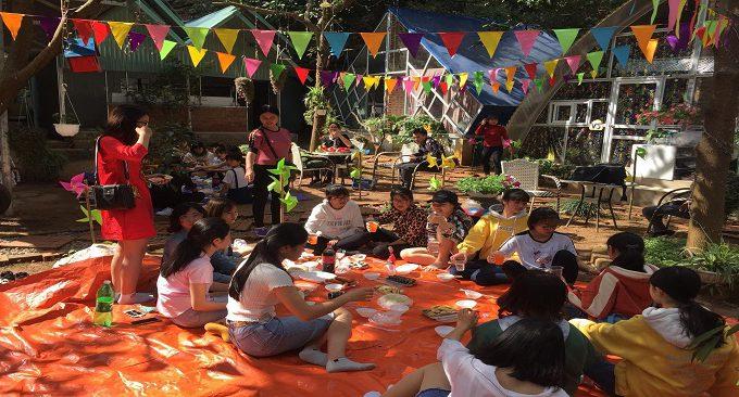 sân vườn rộng rãi gợi ý cho những buổi tụ tập, liên hoan