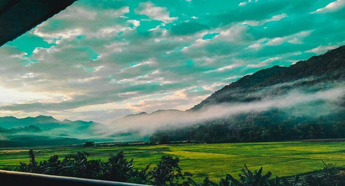view đẹp hướng quang cảnh cánh đồng lúa và sườn núi